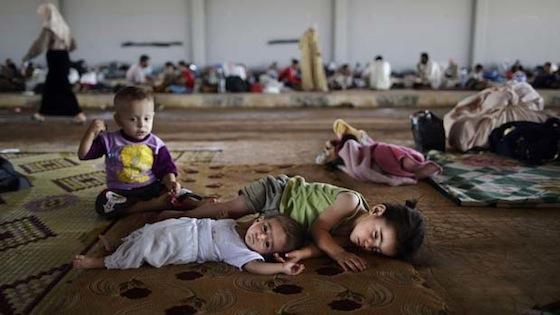 Сирийские Дети в центре размещения беженцев
